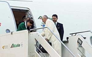 El pontífice abordó el avión que lo traslada a este país en la base Leonardo Da Vinci de Fiumicino, a las afueras de Roma.