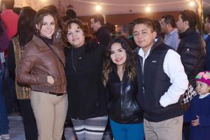 12022016 EN UN ANIVERSARIO.  Karla, Gaby, Fernanda e Iván.