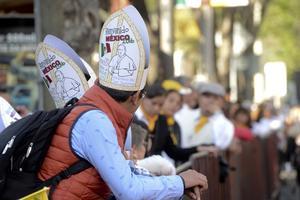 El color mexicano se hace presente entre los fieles.