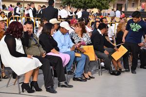 Alrededor de 200 parejas se unieron en matrimonio civil.