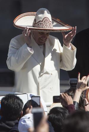 El Papa volvió a ponerse un sombrero de charro.