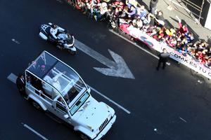 Fieles salieron a las calles a ver al Papa Francisco.