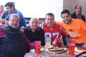 13022016 APOYAN A SU EQUIPO FAVORITO.  Miguel, Miguel, Mario y Juan Manuel.