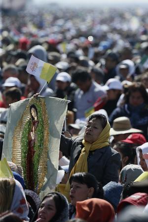 Imágenes de la Virgen de Guadalupe se hicieron presentes entre los fieles.