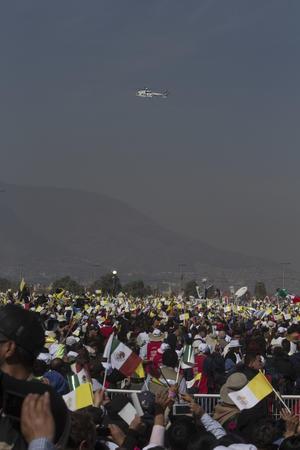 Miles de fieles lo esperaban en el predio El Caracol.