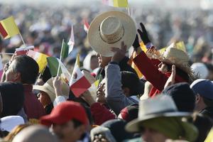 Desde temprana hora, miles de fieles abarrotaron en lugar.