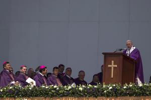 El Papa ofició una misa antes 300 mil personas en Ecatepec.