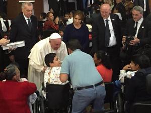 Luego de la misa ofrecida en Ecatepec, Estado de México, el Papa Francisco se trasladó al Hospital Infantil Federico Gómez, donde fue recibido por  Angélica Rivera.