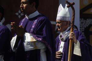 Francisco presidió luego una misa en el estadio de béisbol.