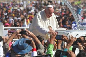 El Santo Padre se mostró cercano con el pueblo.
