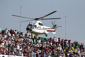 Finalmente, el helicóptero que trasladaba a Francisco se aproximó.