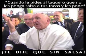 """Mientras saludaba a fieles al abandonar el estadio """"José María Morelos y Pavón"""" tras un encuentro con jóvenes, el pontífice fue jaloneado hasta perder el equilibrio y casi caer encima de una persona en silla de ruedas, por lo que reaccionó molesto ante tal situación."""
