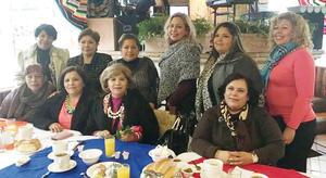 14022016 CONVIVEN ENTRE AMIGAS.  Cristina con Katy, Lucy, Toñita, Vero, Gloria, Norma, Dorita, Selene y Berenice.