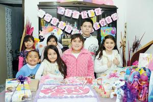 14022016 MUCHAS FELICIDADES.  Annete Guadalupe Loera Esquivel acompañada de Mariangel, Keyla, Naty, Dylan, Cristóbal e Ivanna en su fiesta de cumpleaños.