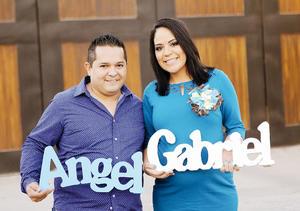 14022016 SERáN PAPáS.  Jessica Marie junto a su esposo, Ángel Nieto Santoyo, en la fiesta de canastilla que le organizó por el próximo nacimiento de su bebé.