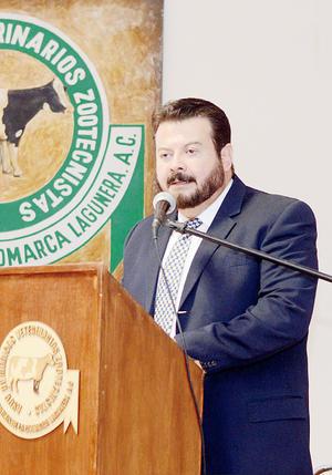 14022016 M.V.Z. Arturo Sánchez Mejorada Porras dirigió unas palabras al gremio veterinario en el cambio de consejo directivo 2016-2018.