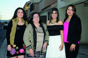 15022016 POR CASARSE.  Erika Salazar Aguilera con Paula Muruato, Mónica Ruiz y Brenda Ortiz, en su despedida de soltera.
