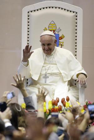 """El Papa advirtió hoy que Dios le pedirá cuenta a los """"esclavistas de hoy"""", en una dura crítica a la precariedad e ilegalidad laboral, a la mentalidad reinante que busca conseguir ganancias a cualquier costo."""