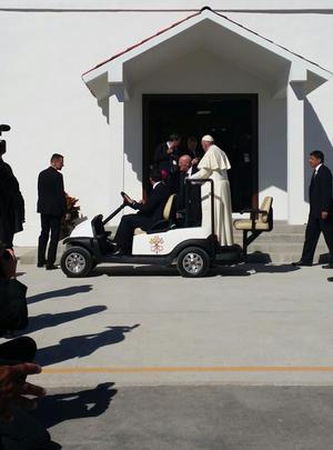 En su primer acto en esta ciudad, fronteriza con Estados Unidos, el líder católico recorrió el Cereso número 3.