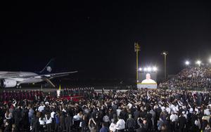 """""""Me he sentido acogido, recibido por el cariño, la esperanza de esta gran familia mexicana, gracias por abrirme las puertas de su vida"""", escribió el Papa en su cuenta de Twitter al subir al avión."""