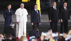 A las 20:39 despegó el avión que traslada al Papa a El Vaticano.