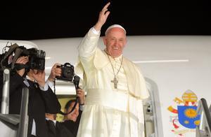 Francisco se despidió de los feligreses que acudieron al aeropuerto de Ciudad Juárez.
