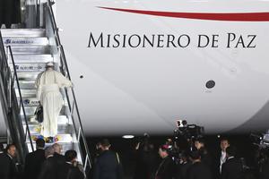 El Papa abordó el vuelo que lo llevara de regreso a El Vaticano.
