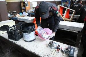 Entre los objetos decomisados también había tijeras, pedazos metálicos, martillos, cajas de cerillos, corta uñas, encendedores, cuchillos, USB, objetos con Punta de metal, paquetes de cigarros, entre otros.
