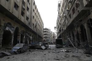 Tomada por el fotógrafo Sameer Al-Doumy, esta fotografía muestra los escombros que han dejado los bombardeos efectuados sobre la ciudad de Douma, en la zona rebelde de Siria.