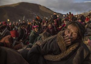La serie ganadora del segundo premio en la categoría Vida cotidiana de la 59 edición del World Press Photo, tomada por el fotógrafo Kevin Frayer muestra a nómadas en la Asamblea anual de Bliss Dharma, en la provincia de Sichuan, China.