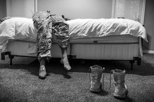 Fotografía de la serie ganadora del primer premio en la categoría de proyectos a largo plazo de la 59 edición del World Press Photo, tomada por la fotógrafa estadounidense Mary F. Calvert. La serie, fotografías tomadas entre 2013 y 2015, retrata a mujeres que fueron violadas o acosadas durante su servicio en las Fuerzas Armadas estadounidenses.