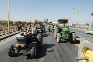 Los quejosos prácticamente dejaron los tractores sobre el Periférico para obstruir la vialidad.