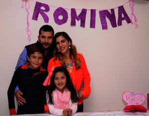 Romina Huerta Mancha con sus papás, Alejandro Huerta y Marcela Mancha, y su hermano, Alex
