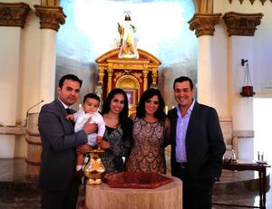 Diego Villarreal Dávila con sus papás, Juan José Villarreal y Daniela Dávila Iparrea, y sus padrinos, Elva María Quiroz Castro y Javier Dávila Iparrea