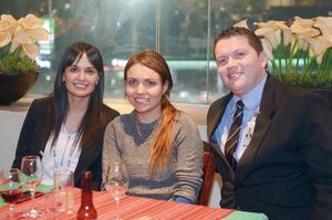 19022016 Karla, Cristy y Juan Jesús.
