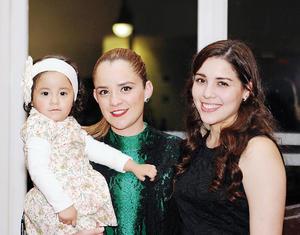 20022016 POSAN PARA LA FOTO.  Karla, Jimena y Melissa.