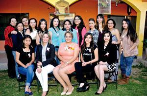 21022016 Familiares y amigas acompañando a la novia.