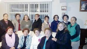 21022016 MUCHAS FELICIDADES.  Ana Frausto con sus amigas.