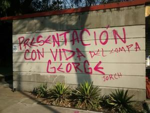 Tras la aprehensión, jóvenes encapuchados golpearon a uno de los vigilantes de la Universidad Nacional Autónoma de México (UNAM) e intentaron tomar la Base Uno, en dicha zona.