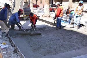 Sobre la plancha de concreto  se colocarán los estampados a manera de tapetes con motivos regionales y en diversos tonos, principalmente ocre y terracota.