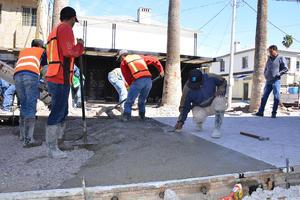 En la obra se trabaja con laboratorios en los que se manejan los concretos mediante un sistema de prensas, uno de la constructora y otro de la supervisora para vigilar la calidad y cantidad de los materiales.