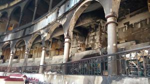 Así quedó el interior del Coliseo Centenario tras el incendio ocasionado por el uso de pirotecnia en un espectáculo.