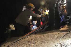 Durante las primeras horas del accidente y debido a la oscuridad y a lo peligroso del terreno, se habían rescatado los cuerpos de 12 personas fallecidas, entre ellas tres mujeres y una menor de edad.