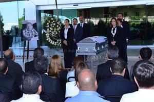 Lo despidieron con una emotiva ceremonia realizada en la explanada posterior de la Presidencia Municipal.