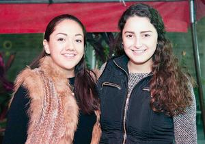 26022016 CONTENTAS.  Natalia y María.