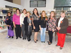 28022016 VELADA LITERARIA.  Leticia Carrillo, Mary Lola Vázquez, Patricia Taboada, Irma Leyva, Blanca Domínguez, Marcela Gorgón de Riquelme, Juanita Castro y Antonia Priego Estrada.