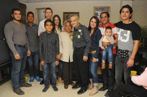 28022016 ANIVERSARIO DE BODAS.  María Ignacia Mancillas y Humberto Figueras acompañados de sus hijos y nietos en el festejo de sus Bodas de Oro.