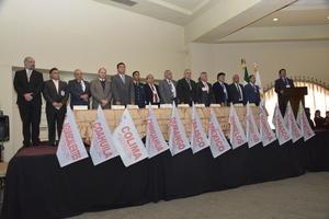 28022016 Presidium de este evento con todas las banderas de los estados que nos acompañaron.