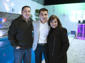 28022016 CELEBRA SU CUMPLE.  Iván con sus papás, Iván y Lily.