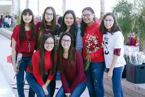 29022016 POSAN PARA LA CáMARA.  Nidia, Paola, Sofía, Marijose, Carla, Ximena y Gaby.